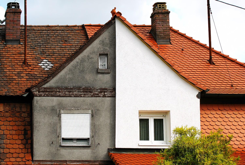 Ocieplenie domu – czy warto rozkładać w czasie montaż gotowych systemów?