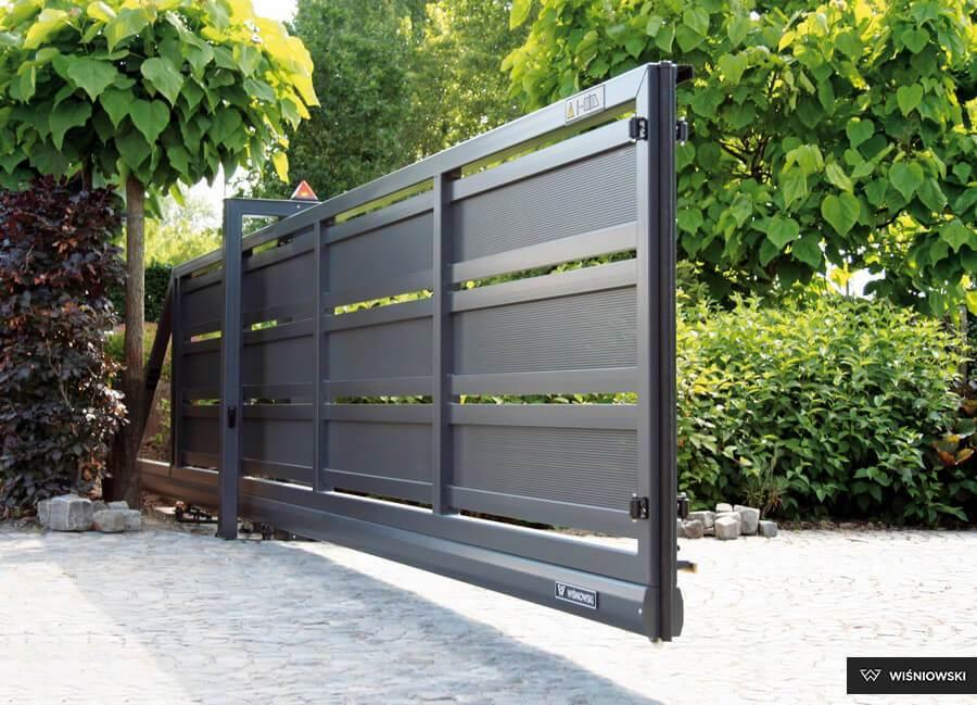 Brama wjazdowa – jak dopasować ją do ogrodzenia