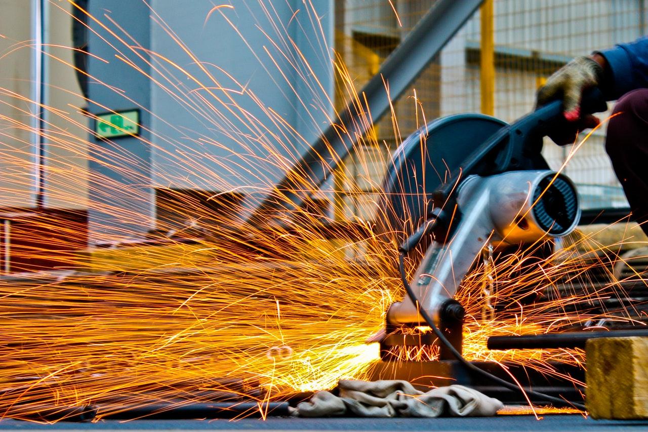 Hale produkcyjne – stalowe, czy w innej technologii? Jaki wariant wybrać?