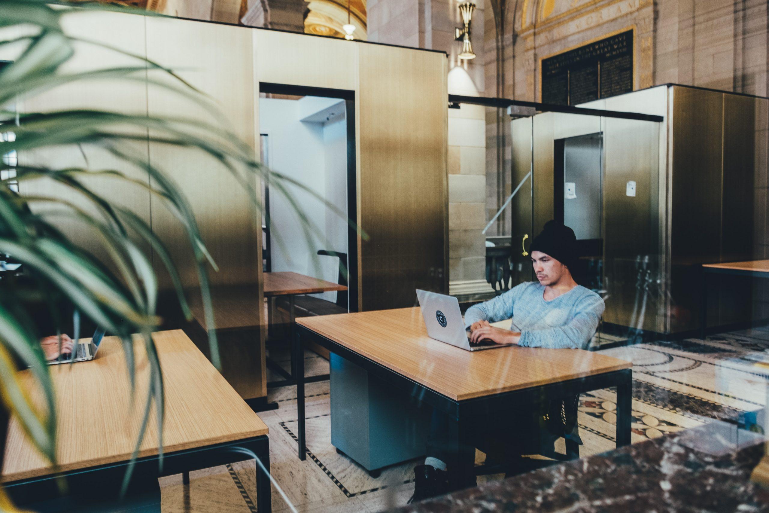 Ścianki szklane pomysłem na aranżację wnętrz