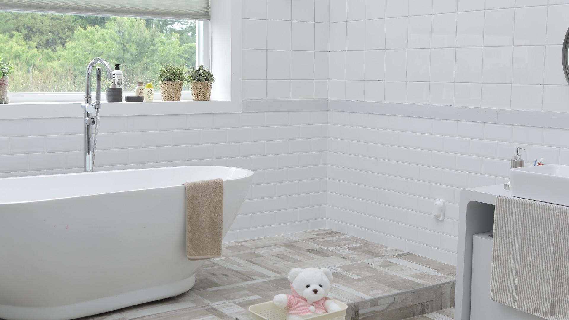 Łazienka też może być stylowa. Wybierz aranżację kolonialną