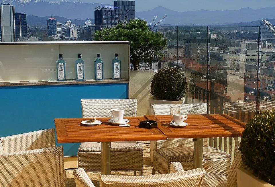 Jakie meble na balkon wybrać – 7 praktycznych propozycji