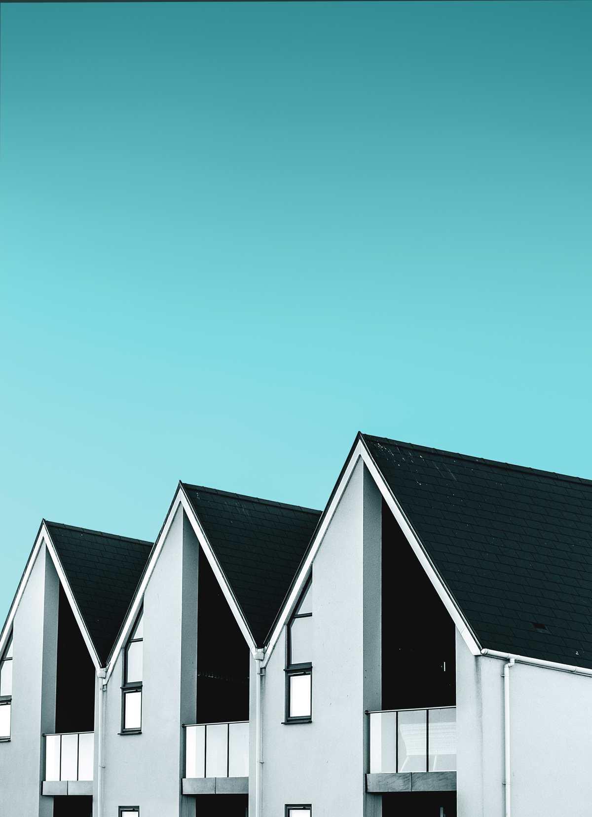Dachowe płyty warstwowe – co trzeba wiedzieć przed montażem?