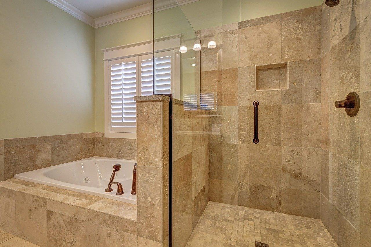 Wygodna kąpiel – prysznic czy wanna?