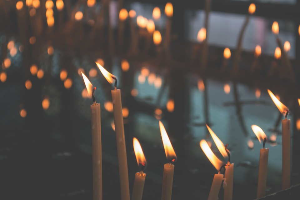 Aranżacja restauracji z użyciem świec – jakie modele wybrać i gdzie je ustawić?