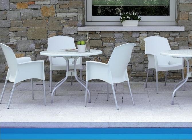 Jak dopasować krzesła ogrodowe do aranżacji tarasu?